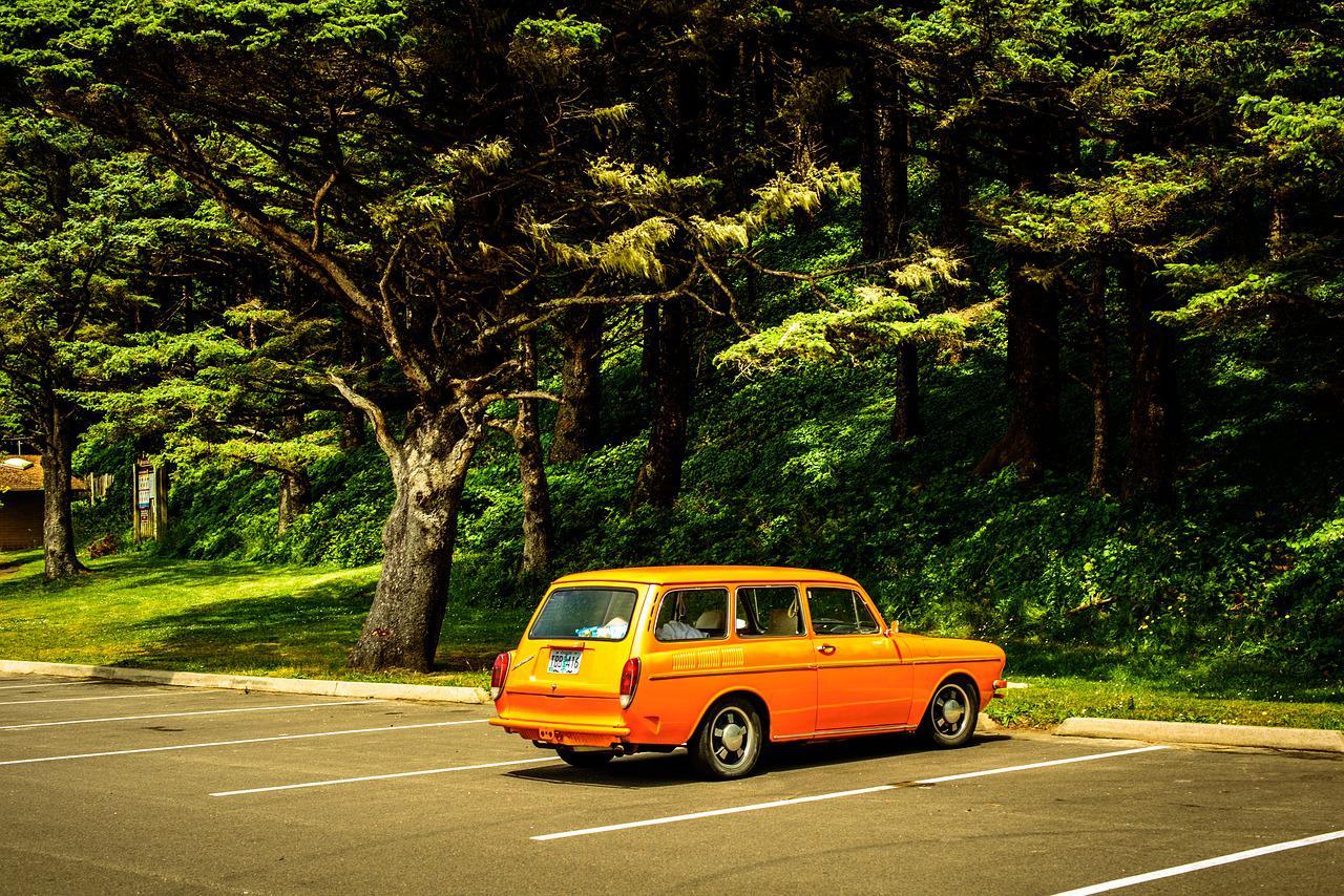 auto na parkingu